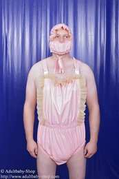 Latex Dungaree w. ruches + little bonnet w. dummy brake