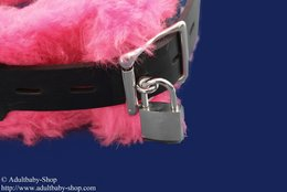 Collar 5,5cm w. 3 D-rings and art fur, pink option lockable